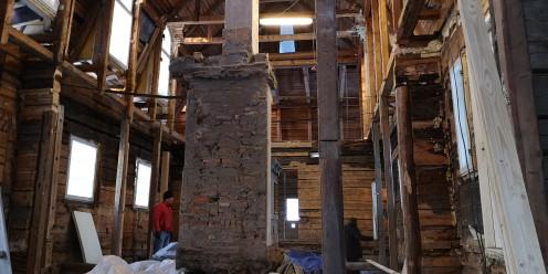 Sisältä vanhat rakenteet purettu