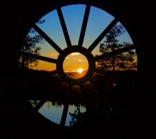 Hirsihuvilan viidennen kerroksen ikkuna